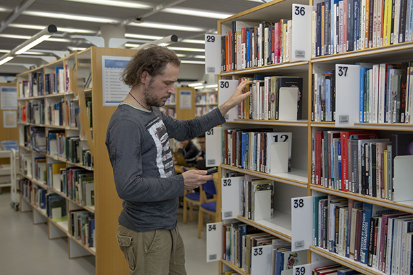 For the customers, the new Intelligent Material Management System is primarily visible through the clarification of the picking up of reserved material in Helsinki City Library.